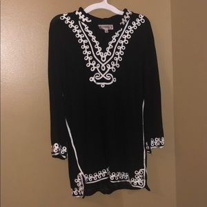 Comfy Black & White Tunic